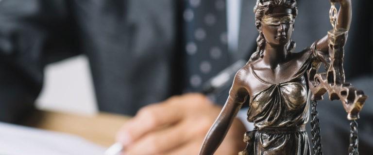 Когда нужно срочно обращаться к адвокату?